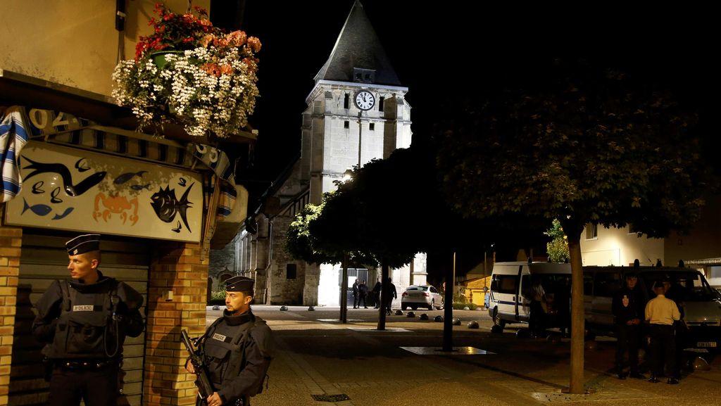 Kelompok Muslim dan Katolik Berkabung Atas Pembunuhan Pastur di Prancis