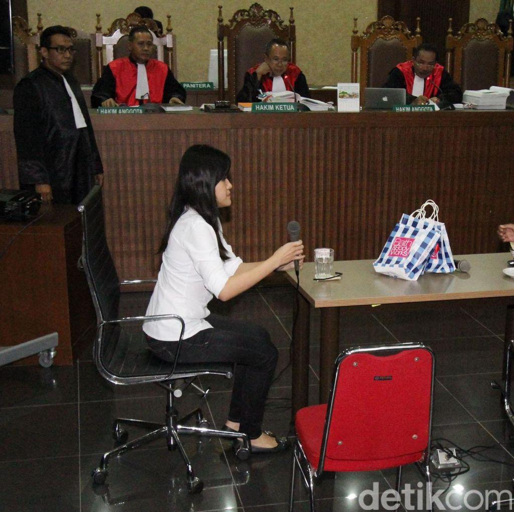 Manajer Kafe: Hani Panik, Jessica Diam Saja