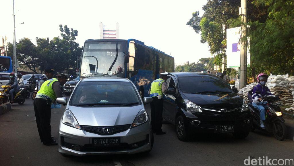 Ganjil-Genap Dicoba, Masih Banyak Pengendara Pakai Mobil Nopol Genap