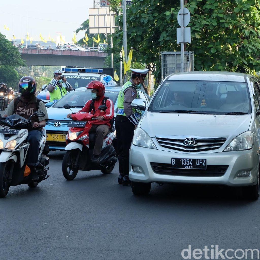Mobil dari Arah Senayan ke Gatot Subroto Didominasi Pelat Ganjil