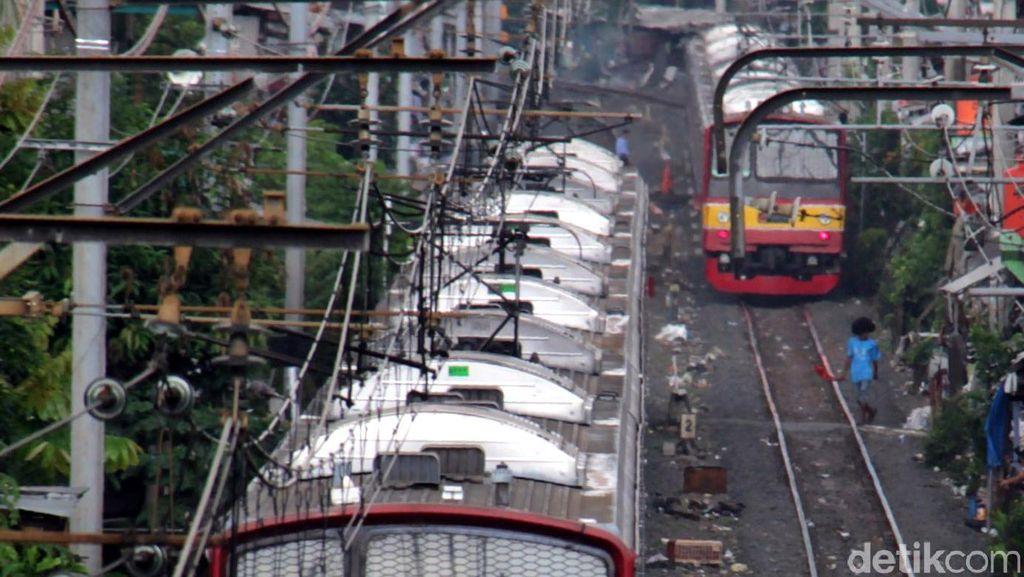 Evakuasi KA yang Ditabrak Lori di Cilebut Selesai, Jalur Sudah Bisa Dilalui