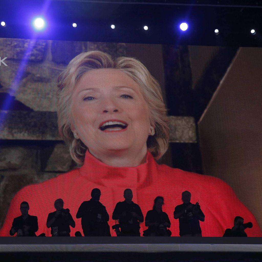 Hillary Clinton Resmi Ukir Sejarah sebagai Capres Wanita Pertama AS