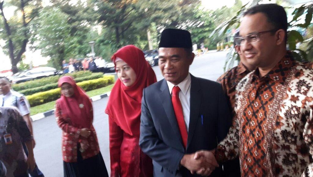 Sertijab Mendikbud, Muhadjir Minta Maaf ke Anies karena Telat Datang