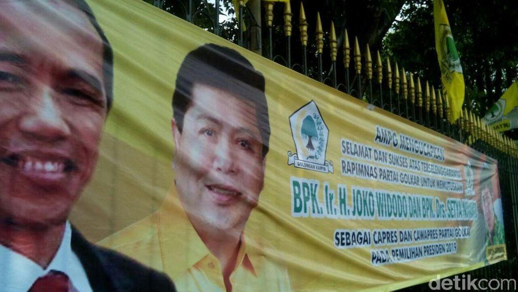 Ada Spanduk Jokowi-Novanto untuk Capres dan Cawapres 2019 di Rapimnas Golkar