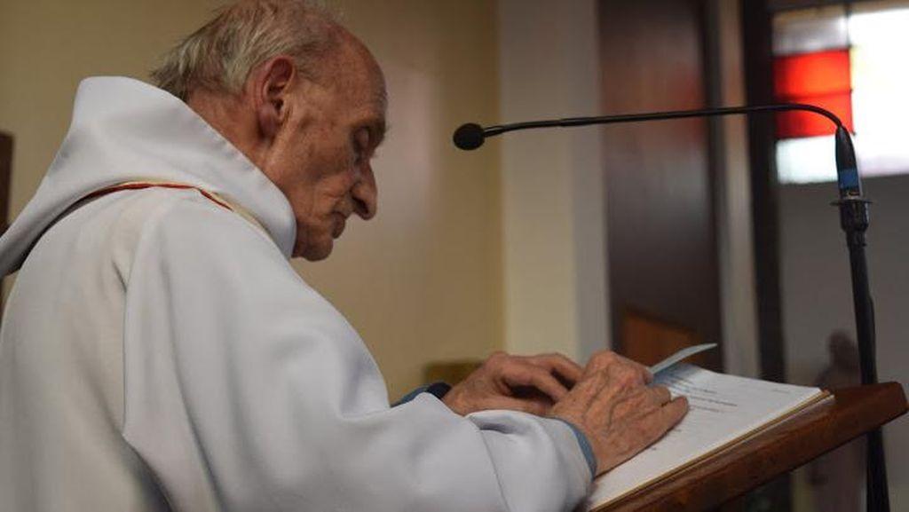 Pastur Jacques Hamel Dikenal Rendah Hati dan Dicintai Jemaatnya