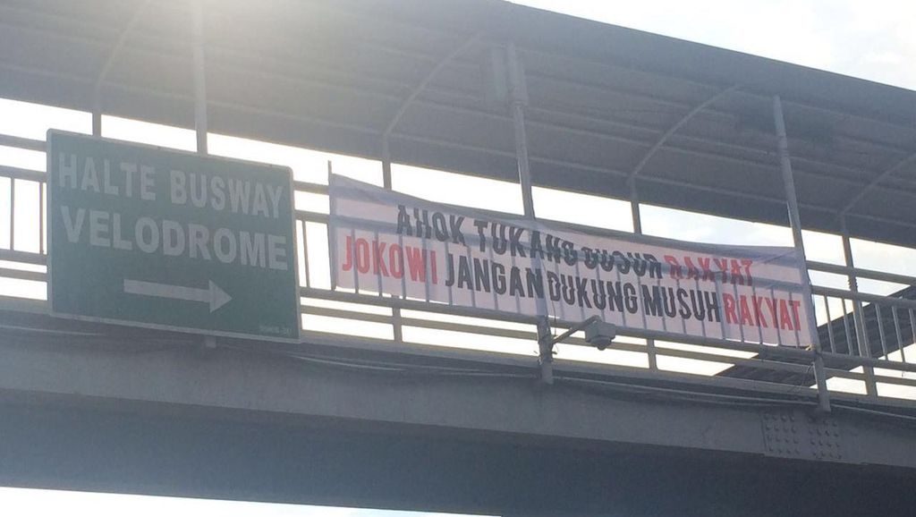 Muncul Spanduk Jokowi Jangan Dukung Ahok di Rawamangun