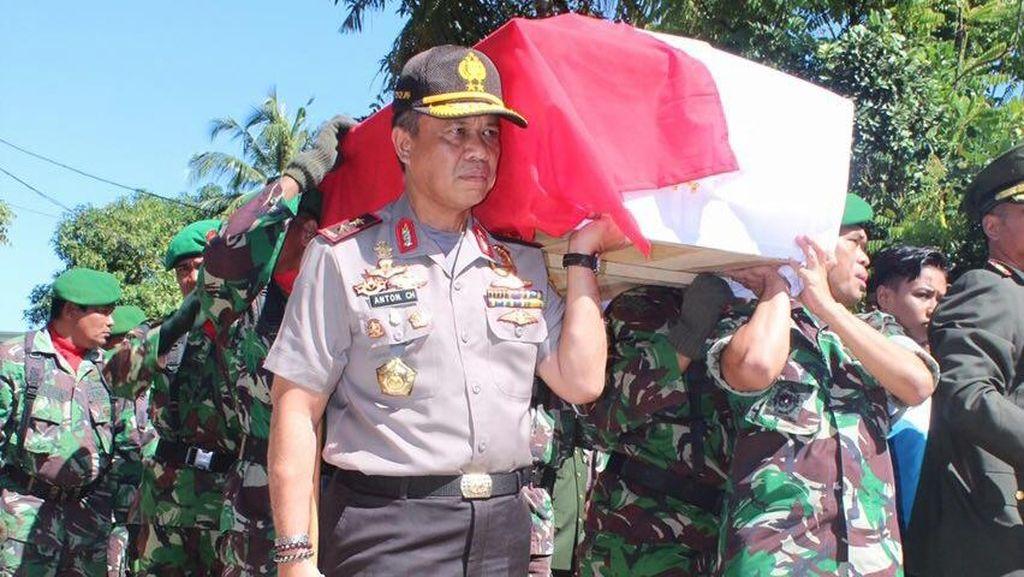 Jenazah Anggota Satgas Tinombala Disambut Upacara Militer TNI-Polri
