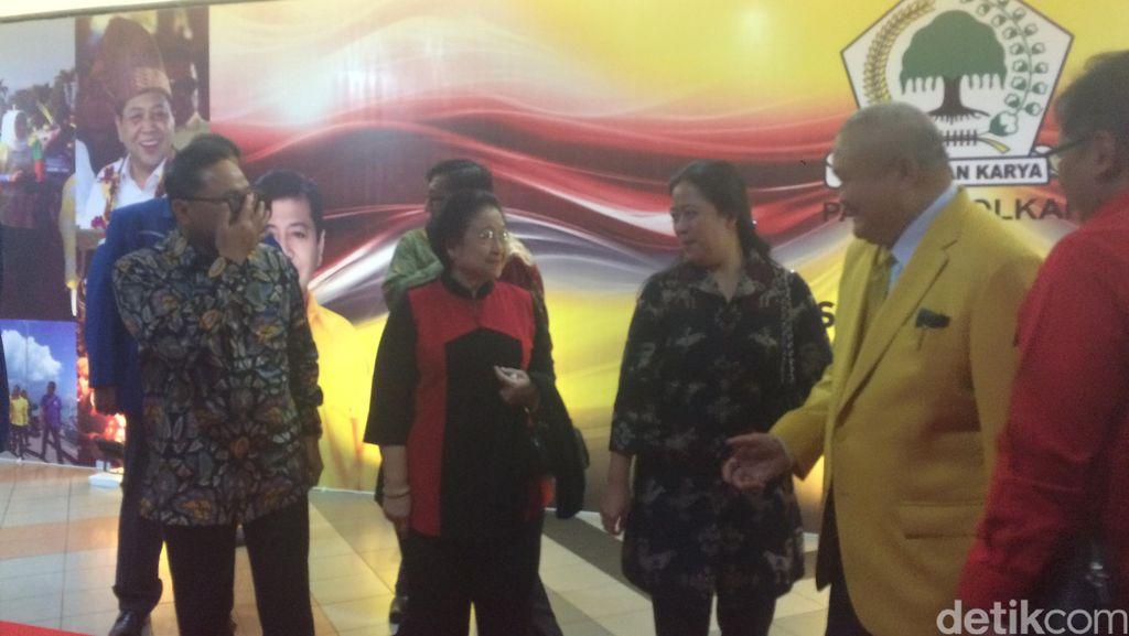 Datang Semobil, Mega Tunggu Jokowi untuk Pulang Bareng dari Rapimnas Golkar