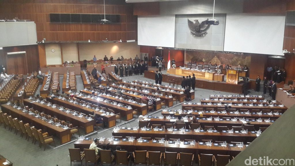 Paripurna Penutupan Sidang DPR Diawali Pelantikan Pengganti Ivan Haz