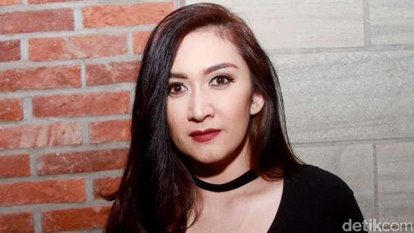 Penampilan Nafa Urbach di Usia 36 Tahun