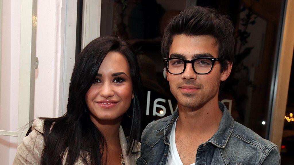 Pernah Pacaran, Joe Jonas Kini Anggap Demi Lovato Keluarga