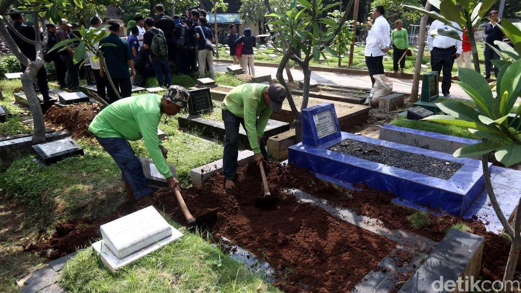 11 Makam Fiktif di Menteng Pulo Dibongkar
