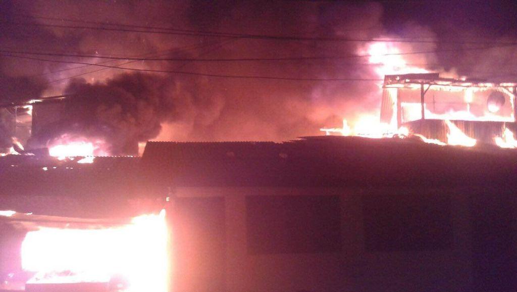 Kebakaran 25 Rumah Kontrakan di Klender Berhasil Dipadamkan