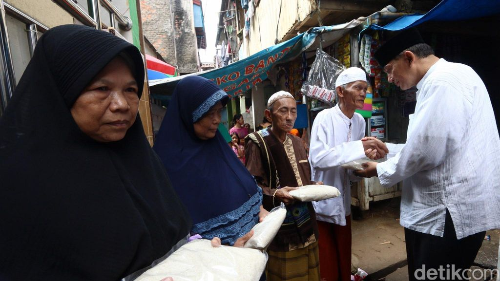 Jelang Pilgub DKI, Sjafrie Sjamsoeddin Blusukan ke Kampung Pulo