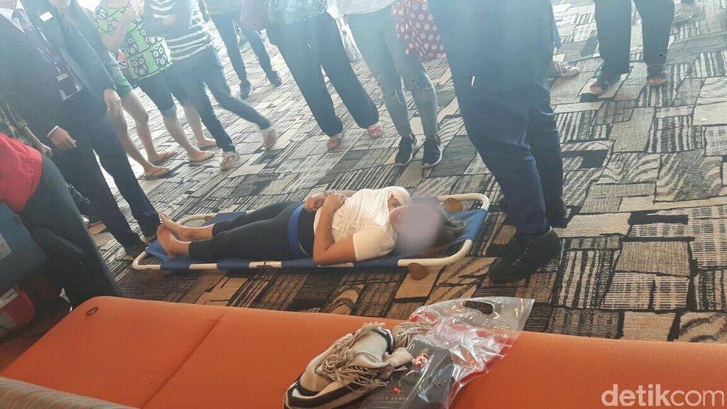 Perempuan Ini Pingsan di Pesawat Lion Air di Bandara Changi