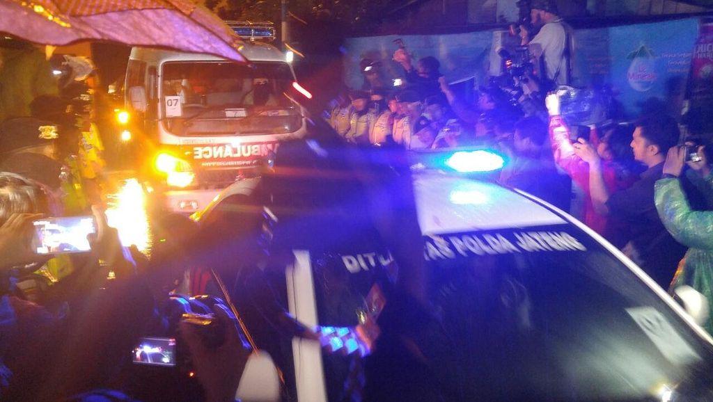 5 Ambulans Keluar dari Nusakambangan Bawa Jenazah Terpidana Mati