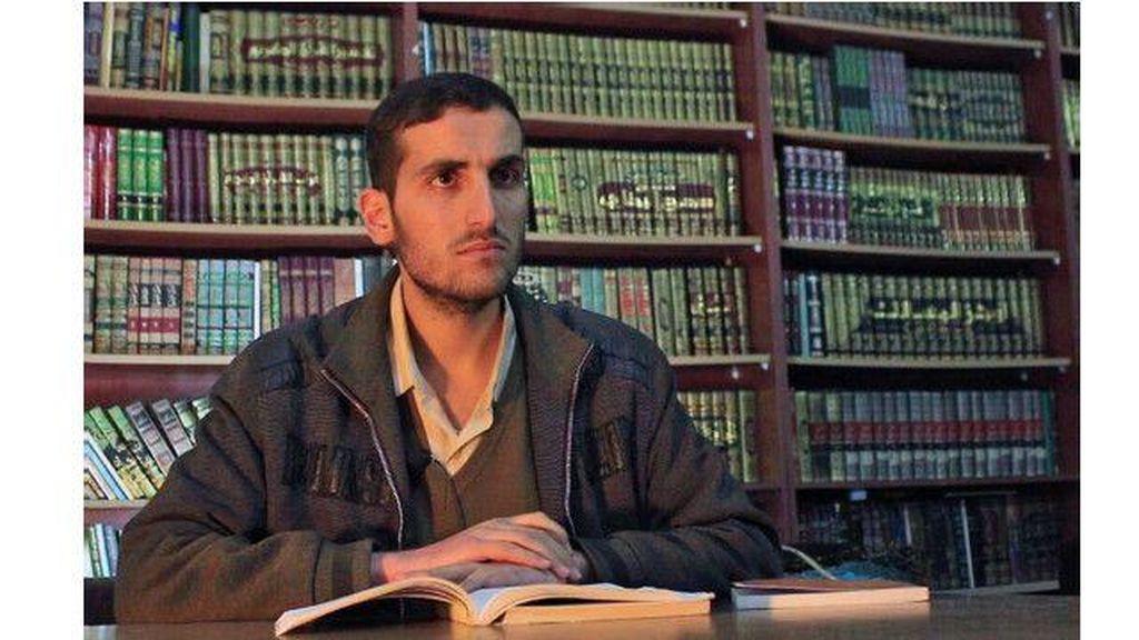 Menjelajahi Perpustakaan Rahasia di Suriah