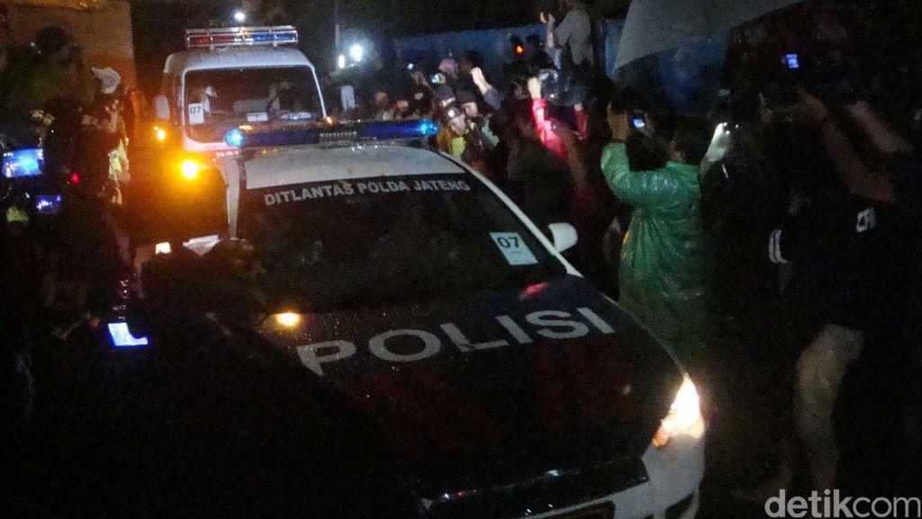 Ambulans Pembawa Jenazah 4 Terpidana Mati Tinggalkan Nusakambangan