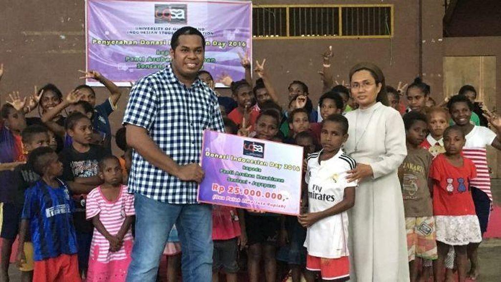 Mahasiswa RI di Brisbane Serahkan Bantuan ke Papua