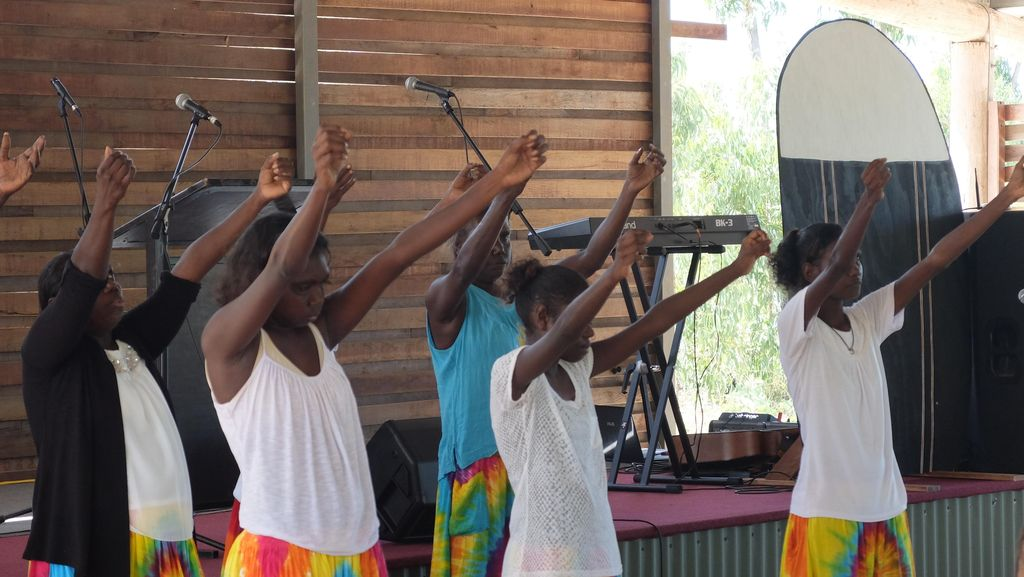 Melihat Upacara Adat Kematian Suku Yolngu Aborigin
