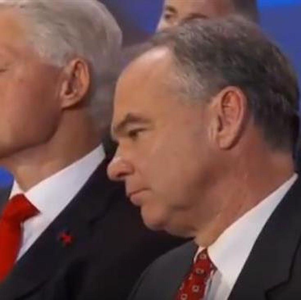 Bill Clinton Tertidur Saat Istrinya Berpidato di Konvensi Demokrat