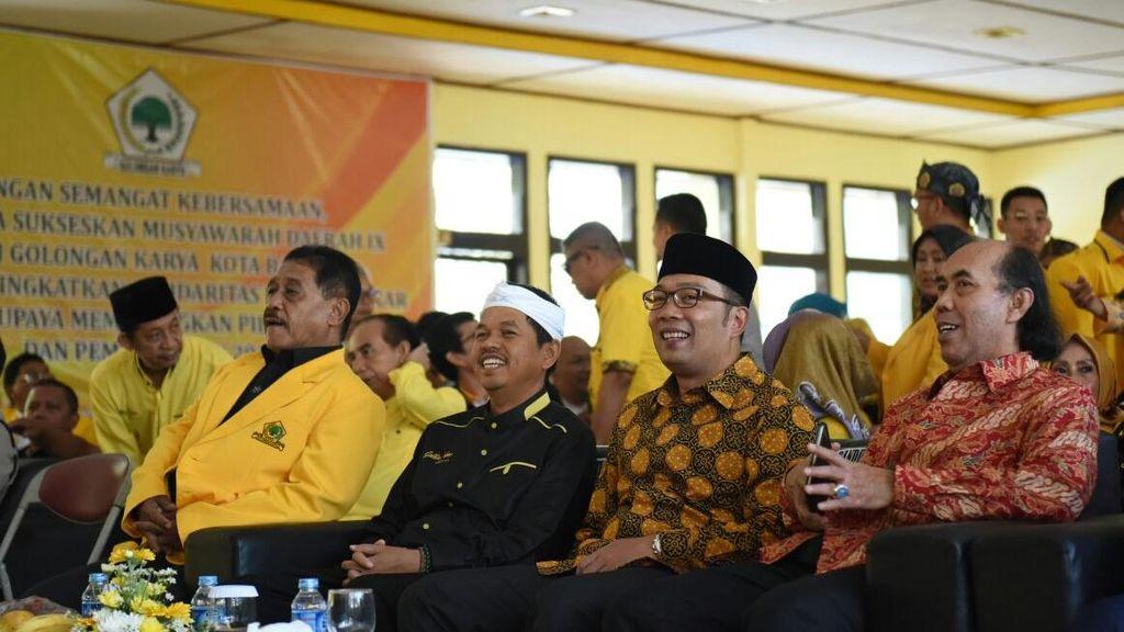 Pilgub Jabar, Senyum Dedi Mulyadi dan Ridwan Kamil di Musda Golkar Bandung