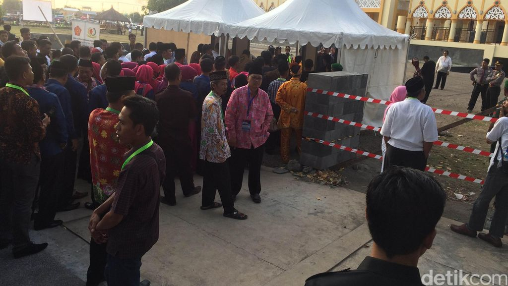 Jelang Pembukaan MTQ Nasional, Peserta dan Warga Menyemut di Islamic Center NTB