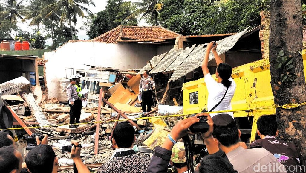 10 Orang Tewas, Begini Kerusakan Parah Akibat Kecelakaan Truk di Cianjur