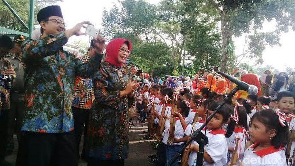 Hadiri Hari Anak Nasional, Wagub Jatim Disuguhi Permainan Angklung