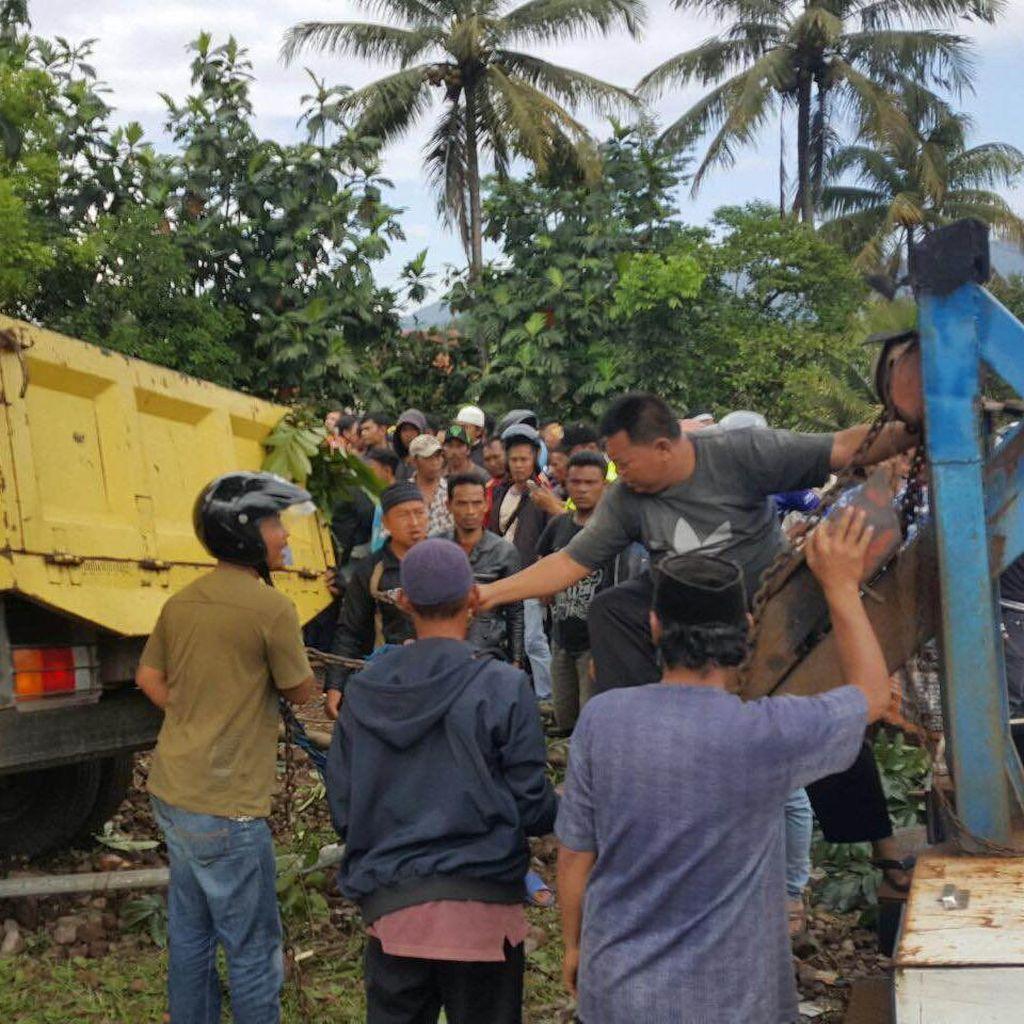 Truk Tabrak Pemotor, Pejalan Kaki, dan Rumah di Cianjur, 2 Orang Tewas