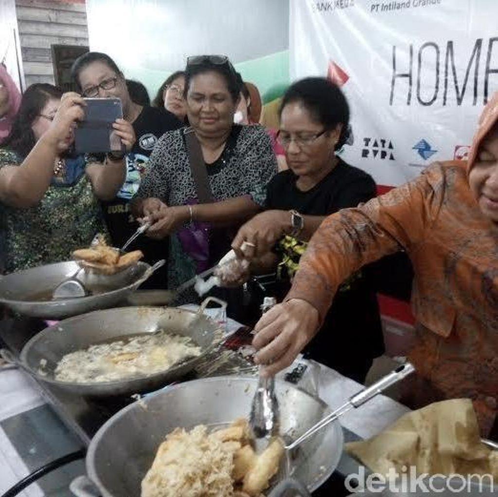 Walikota Risma Beri Pelatihan Kuliner hingga Kerajinan ke Warga Papua