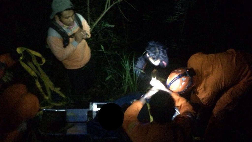 Seorang Pendaki Luka Berat Akibat Jatuh ke Jurang 15 Meter di Gunung Karang