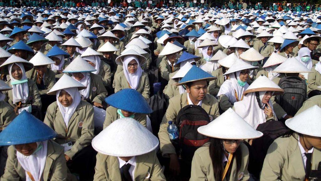 Gubernur Ganjar Motivasi Mahasiswa Baru UGM: Harus Maju, Jangan Dlongap-dlongop