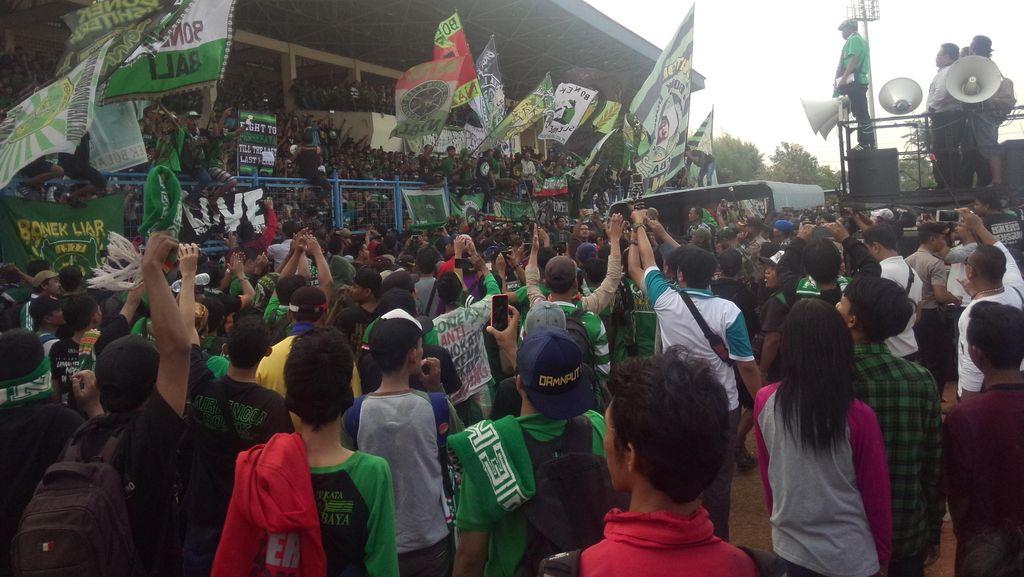 Bonek Bisa Jadi Contoh Perjuangan Sepakbola Indonesia