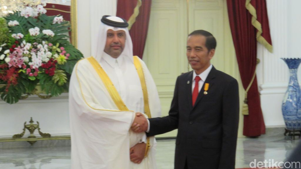 Presiden Jokowi Bahas Investasi dengan Qatar, Yordania, dan Malaysia di Istana