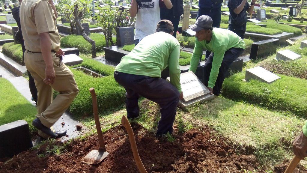 Pembongkaran Makam Fiktif di DKI Terus Dilakukan, Total Sudah 277