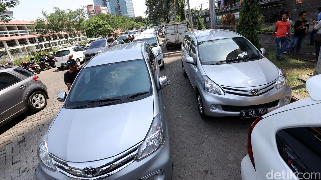 Kemenhub Perpanjang Sosialiasi Peraturan Taksi Online