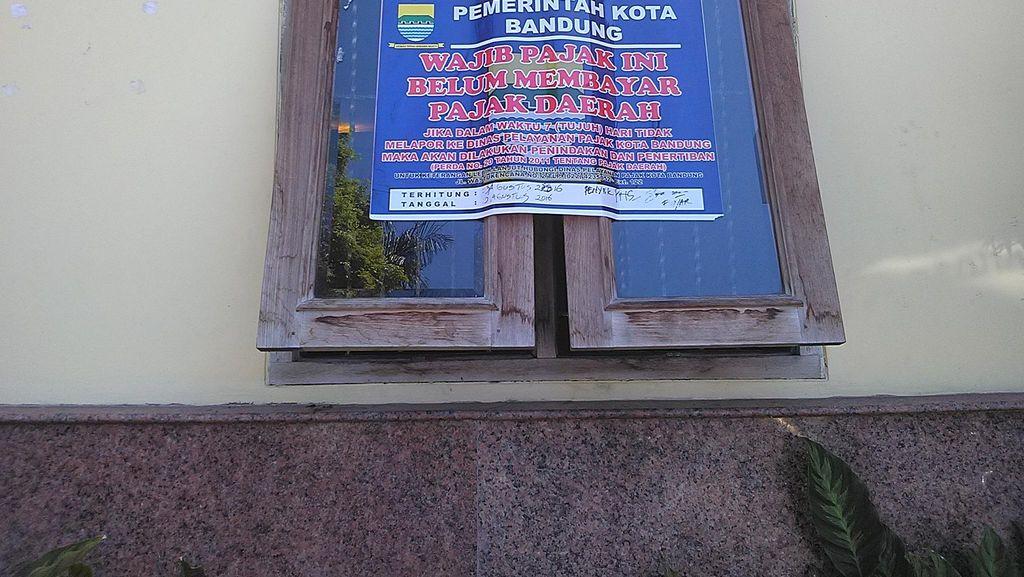 Tunggak Pajak, Warung Bakso di Kota Bandung Ditempeli Stiker Peringatan