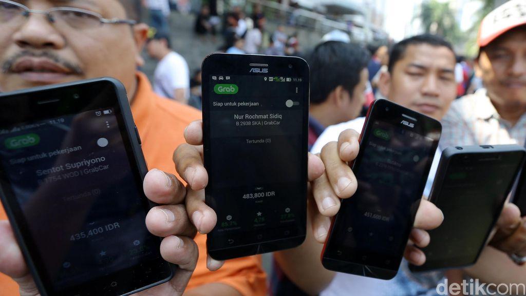Pengemudi Taksi Online Menolak Permenhub yang Atur Taksi Aplikasi