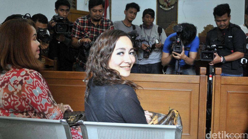 Dewi Rezer Ikhlas Hak Asuh Anak Jatuh ke Marcelino Lefrandt