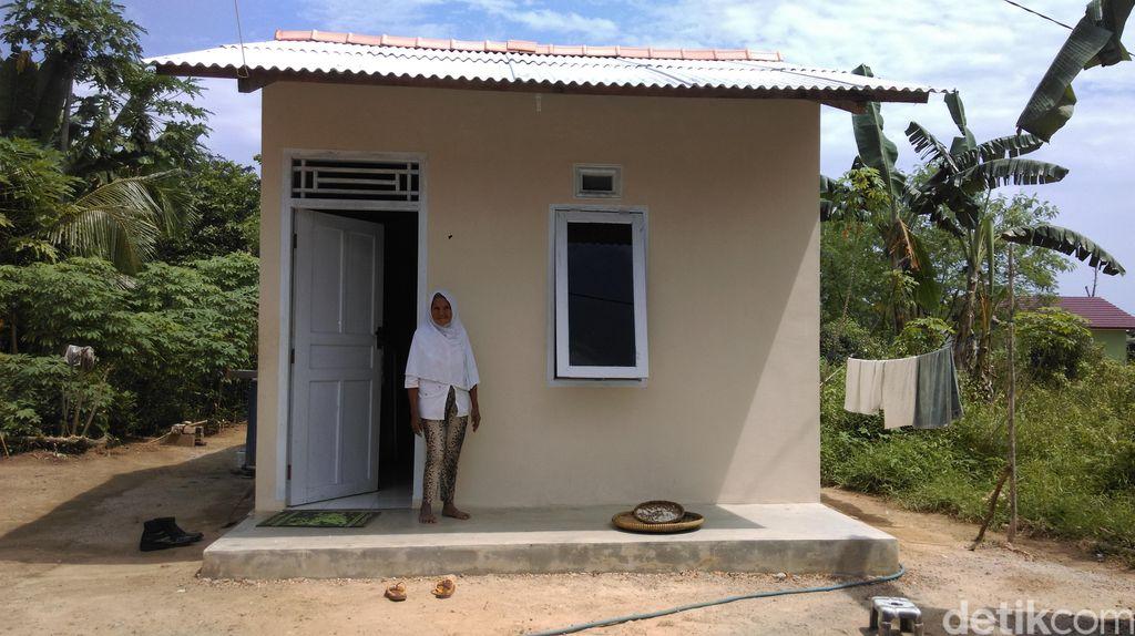 Berkat Kepedulian Warga, Nenek Sebatang Kara ini Punya Rumah Baru