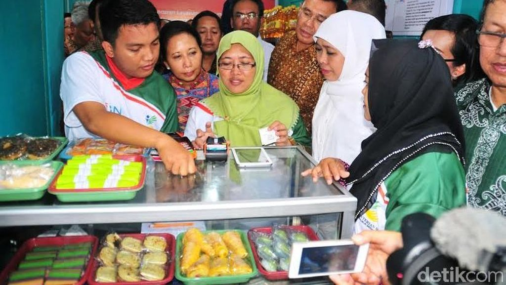 Mensos Khofifah dan Menteri BUMN Rini Luncurkan e-Warung di Surabaya