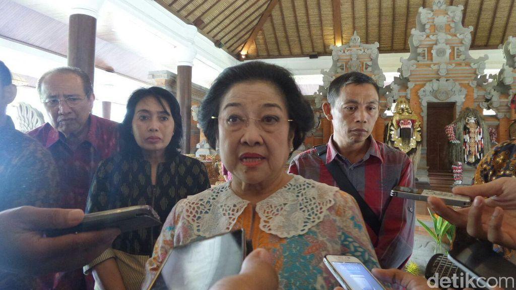 Ditanya Soal Pilgub DKI dan Klaim Ahok, Ini Respons Megawati
