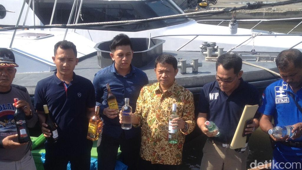Selundupkan Ribuan Botol Miras dari Malaysia, 5 Orang Ditangkap di Sumut