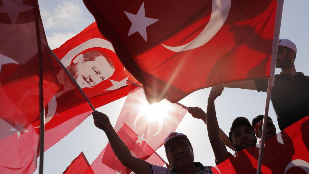Bom Mobil Meledak di Jalanan Ramai Turki, 27 Orang Luka