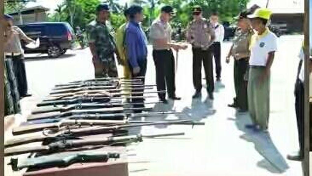 Warga Inhu, Riau Serahkan 14 Senjata Rakitan ke Polisi