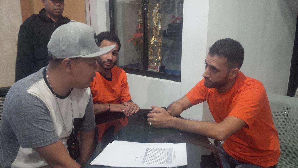 Pengakuan Para Imigran asal Irak yang Jadi Tukang Cukur di Puncak