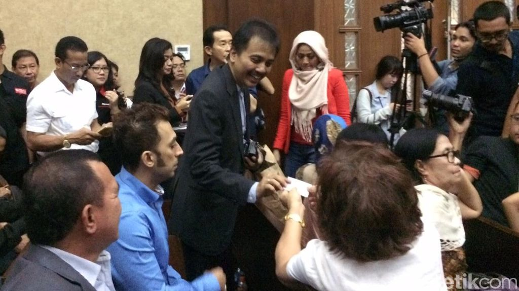 Tunjuk-tunjuk Hakim Jessica Wongso, Roy Suryo: Saya Rela Bertanggung Jawab