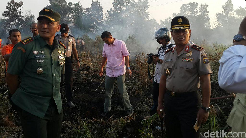 Kapolda Riau Tinjau Lokasi Kebakaran Lahan di Pekanbaru