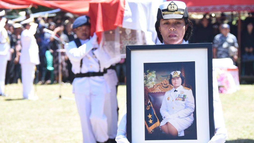 Christina, Wanita Jenderal Pertama TNI AL Dimakamkan secara Adat di Tana Toraja